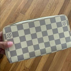 Authentic Louis Vuitton Beige Zippy Wallet